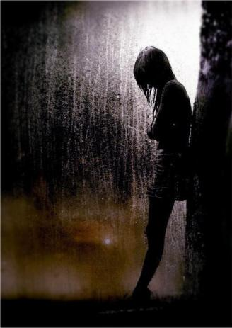 girl-standing-alone-in-rain-sad-amotional-pictures-for-love-failure