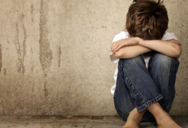 lonely-boy-sad-kid-depressed-suicide-720x493