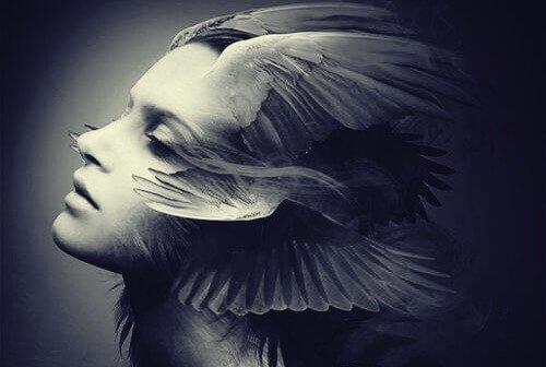 femme-avec-ailes